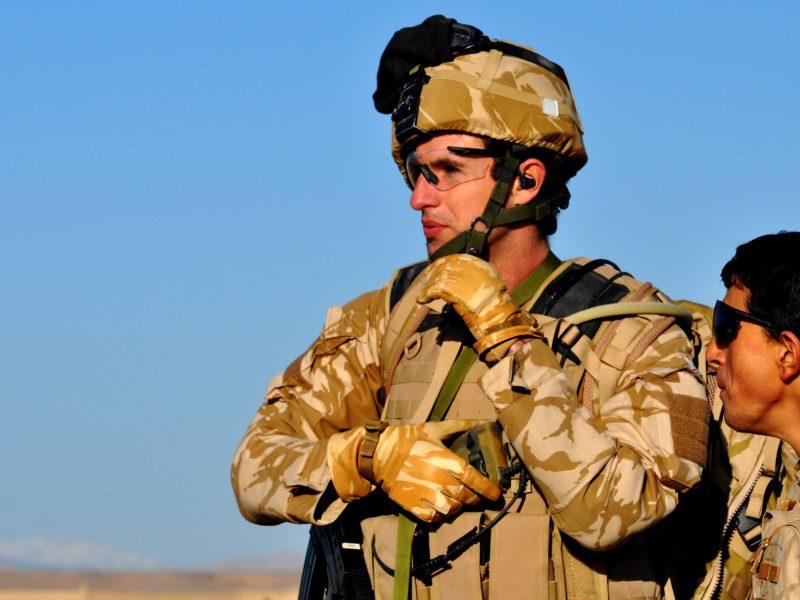 Brytyjski żołnierz w Afganistanie, źródło: Flickr/Helmandblog, fot. Major Paul Smyth, RIFLES (CC BY-NC-ND 2.0)