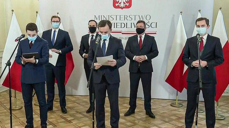 Konferencja prasowa w ministerstwie sprawiedliwości nt. mechanizmu praworządności, źródło twitter Solidarna Polska