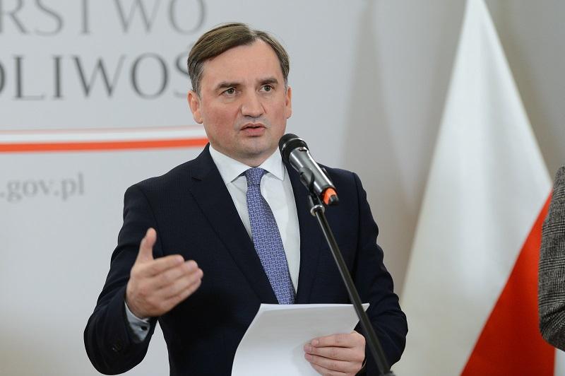 Minister sprawiedliwości Zbigniew Ziobro, konferencja prasowa, źródło ministerstwo sprawiedliwości