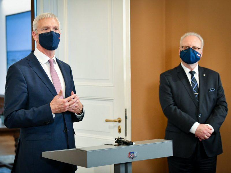 Prezydent Łotwy Egils Levits i premier Krišjānis Kariņš [Twitter, @krisjaniskarins]