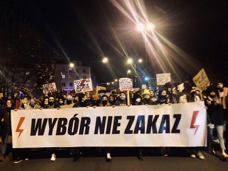 Protest po orzeczeniu TK ws. aborcji zorganizowany w Olsztynie, fot. Karolina Zbytniewska