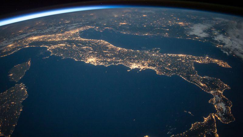 Wochy widziane z Międzynarodowej Stacji Kosmicznej, źródło: pixy.org (CC0 Public Domain)