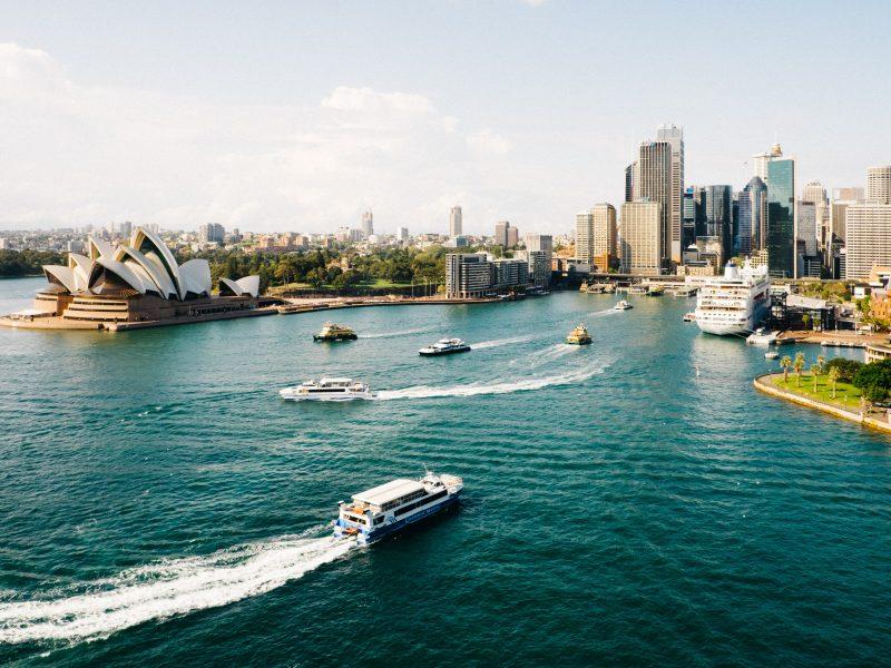 Australia wiele swoich towarów eksportuje do Chin - m.in. węgiel, miedź, jęczmień, wino i homary (Photo by Dan Freeman on Unsplash)