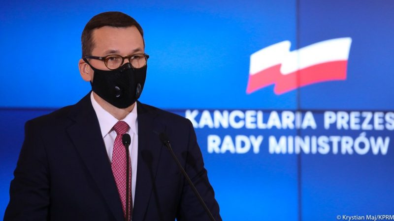 Premier Mateusz Morawiecki, konf. pras. dot. zamknięcia cmentarzy, źródło Twitter Kancelarii Premiera