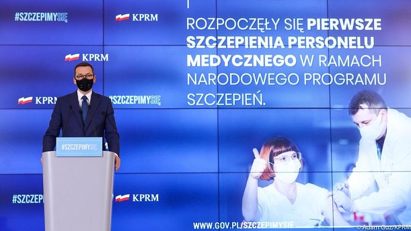 Premier Mateusz Morawiecki, konf.pras. w dniu rozpoczęcia szczepień przeciw COVID-19, źródło Adam Guz KPRM
