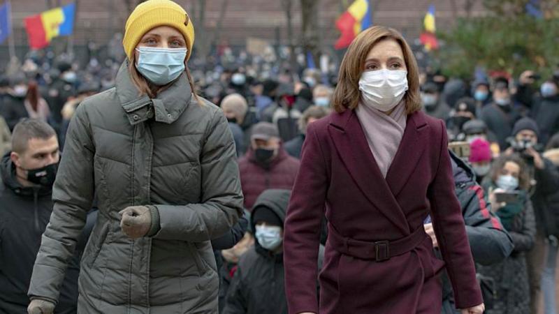 Prezydent-elekt Mołdawii Maia Sandu (z prawej), źródło: Twitter/Alexander Gribinets (@Gribinets)