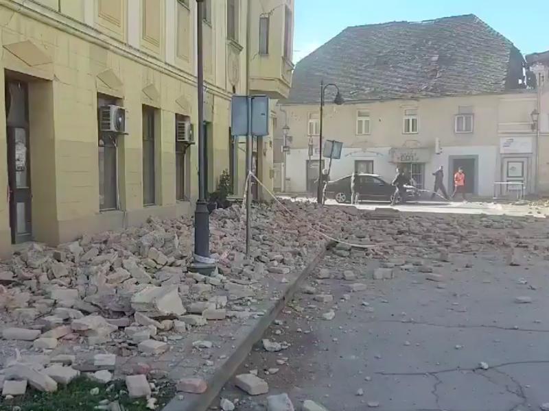 Trzęsienie ziemi w Chorwacji miało siłę co najmniej 6,3 stopnia w skali Richtera, źródło: Twitter/Hrvatski Crveni križ (@crvenikriz_hr)