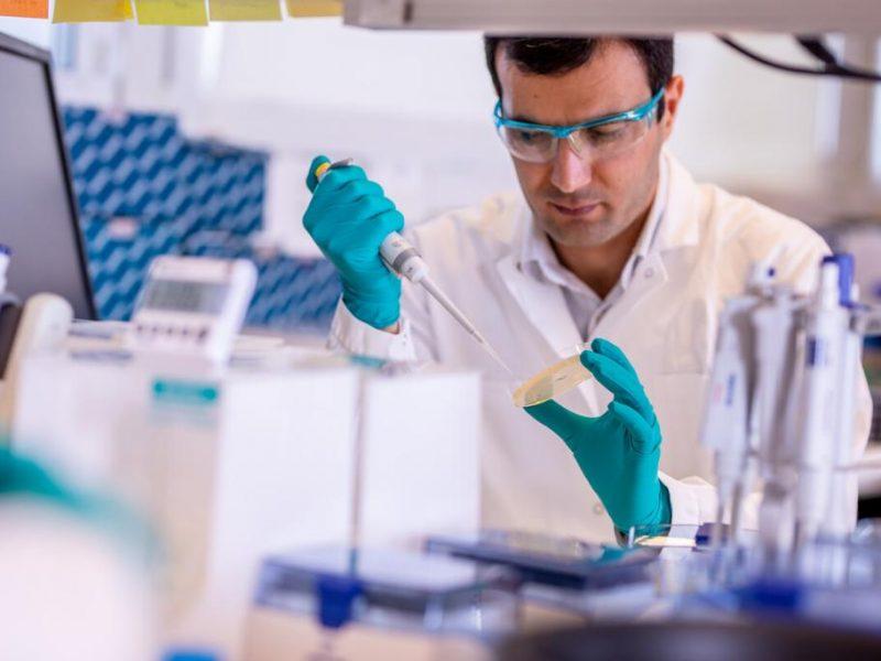 Wielka Brytania jako pierwsza na świecie zatwierdziła szczepionkę na koronawirusa koncernu Astra Zeneca, źródło: Twitter/AstraZeneca (@AstraZeneca)