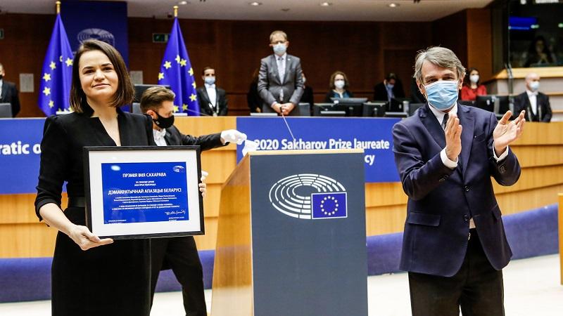 Wręczenie nagrody Sacharowa 2020-Swiatłana Cichanouska i David Sassoli, źródło twitter PE