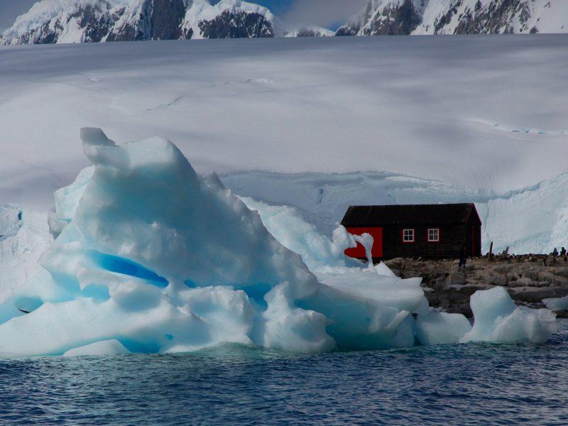 Koronawirus pojawił się już na Antarktydzie (Photo by Brian McMahon on Unsplash)