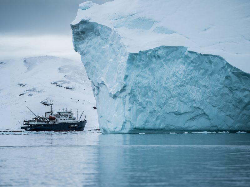 Arktyka budzi coraz więcej zainteresowania z powodów wojskowych i gospodarczych (Photo by Hubert Neufeld on Unsplash)