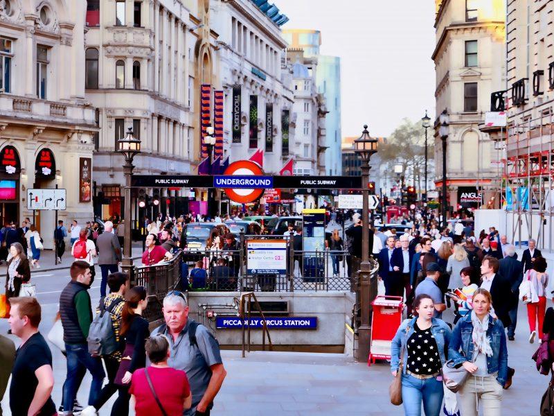 Polacy stanowią największą grupę narodowościową wśród imigrantów w Wielkiej Brytanii/ Photo: @massimovirgilio [Unsplash]