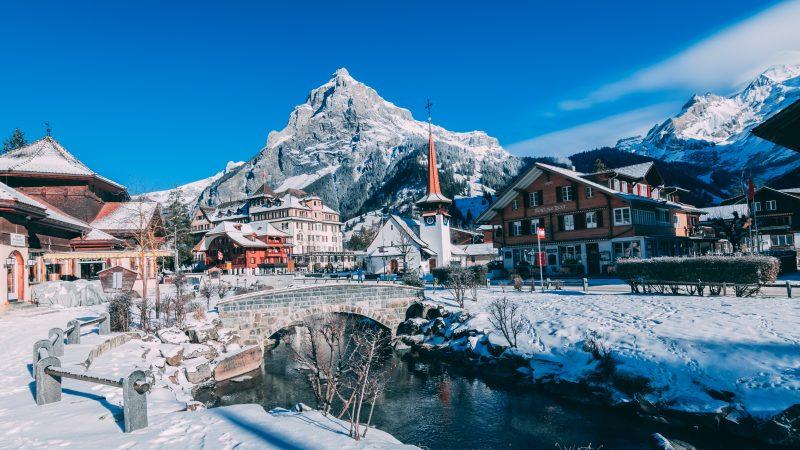 Kurort Kandersteg w Szwajcarii (Photo by Matt Foster on Unsplash)