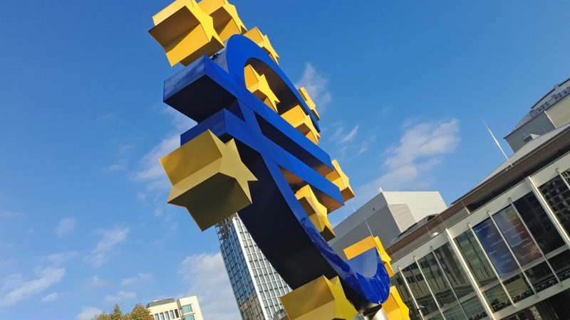 Instrument na rzecz Odbudowy i Zwiększania Odporności o wartości 672,5 mld euro jest filarem unijnego planu odbudowy po COVID-19 wspierającego reformy w odpowiedzi na kryzys (Photo by Mauro Sbicego on Unsplash)