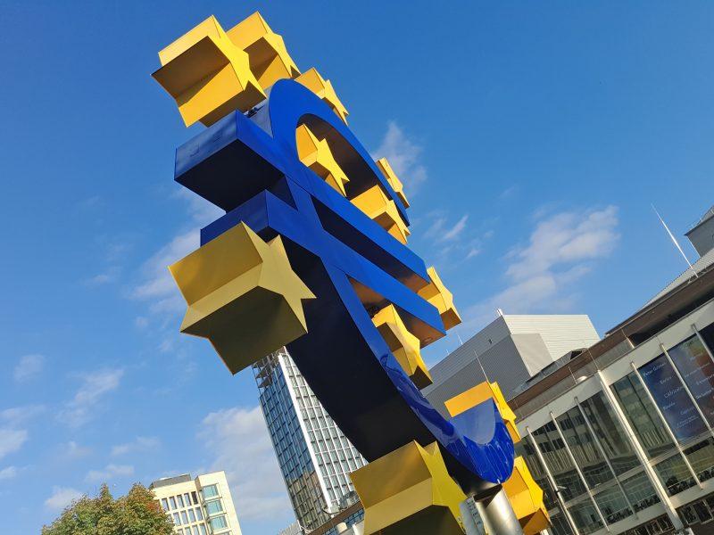 Polska jest największym w całej UE beneficjentem Polityki Spójności (Photo by Mauro Sbicego on Unsplash)