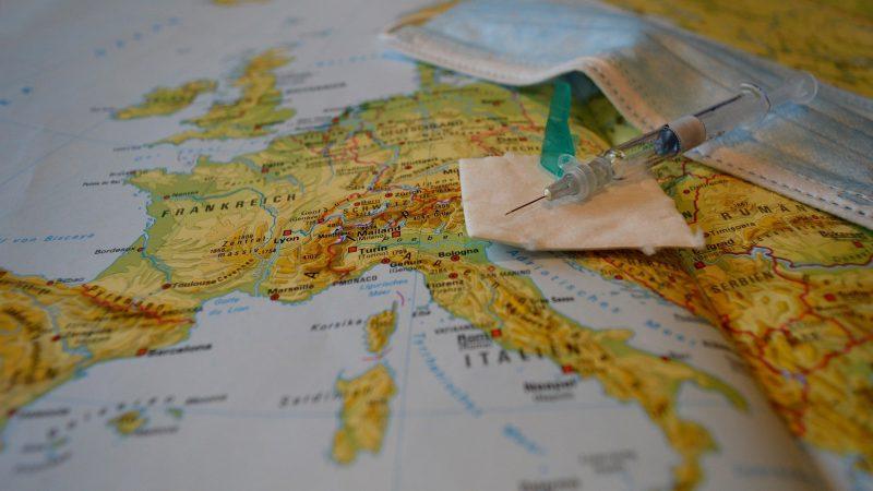 Szczepionka na koronawirusa koncernu Astra Zeneca nie zostanie w UE zatwierdzona tak szybko jak w Wielkiej Brytanii (Obraz Frauke Riether z Pixabay)