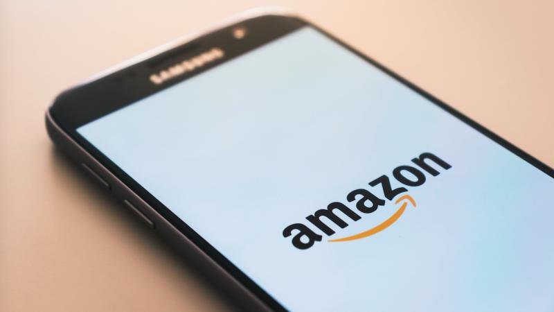 Amazon od 2014 r. prowadzi w Polsce centra logistyczne, ale teraz zacznie też regularną działalność handlową (Photo by Christian Wiediger on Unsplash)
