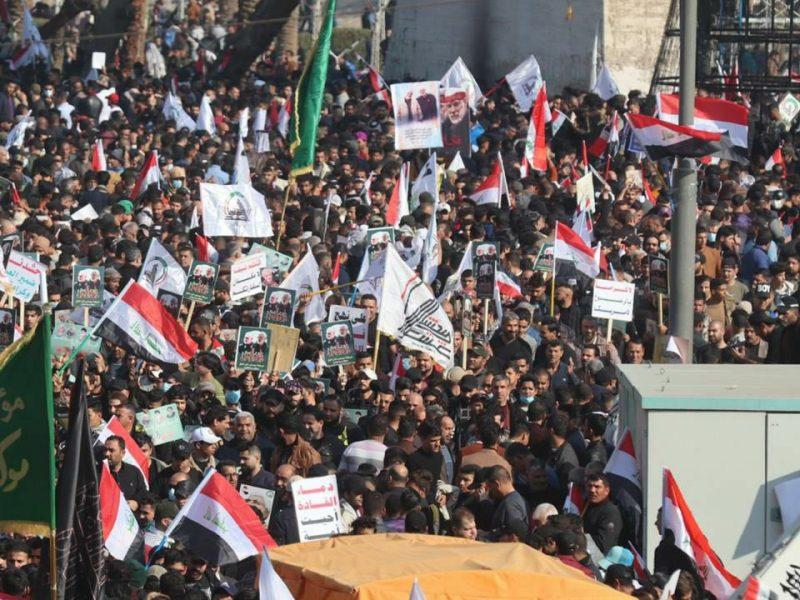 Antyamerykański protest w Bagdadzie, źródło:Twitter/ZAID (@ZAIDIIQ)