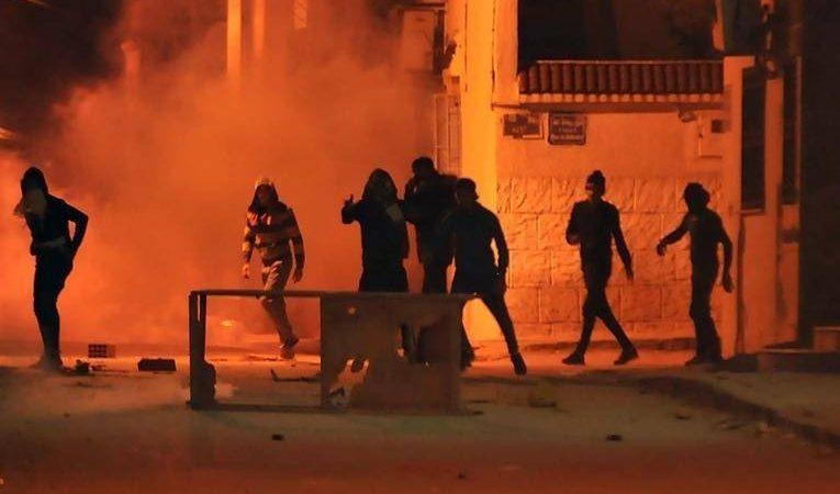 Zamieszki w stolicy Tunezji - Tunisie, źródło: Twitter/Sebastian Usher (@sebusher)