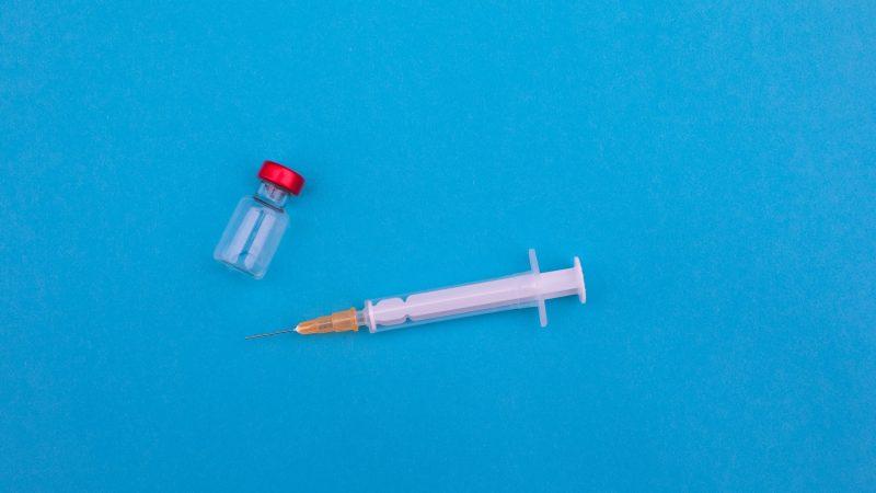 Szczepionka na koronawirusa koncernu Johnson&Johnson działa już po podaniu jednej dawki (Photo by Markus Spiske on Unsplash)