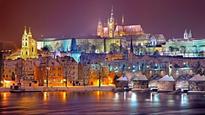 Pandemia COVID-19 mocno uderzyła w Czechy (Obraz Julius Silver z Pixabay)