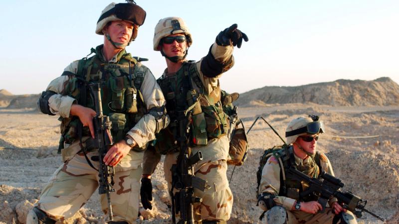 Żołnierze z USA podczas jednej z zagranicznych misji, źródło: US Army, fot. TSGT SCOTT REED, USAF (Combat Camera Deployed, CC0 Public Domain)
