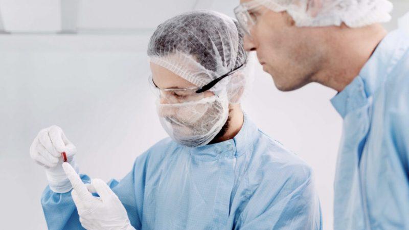 wielka-brytania-ochotnicy-koronawirus-nowe-badania-COVID19,pandemia, SARS-CoV-2, szczepionka, wariant brytyjski
