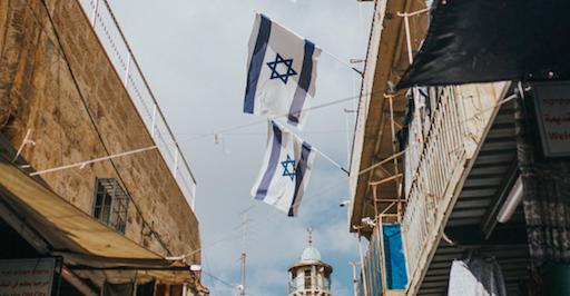 Izrael otworzy obiekty sportowe czy kulturalne tylko dla osób już uodpornionych na koronawirusa (Photo by Cole Keister on Unsplash)
