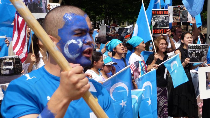 Protest Ujgurów mieszkających w Ameryce Północnej przeciw spotykającąich rodaków w Chinach represjom, źródło: Wikipedia, fot. Malcolm Brown (CC BY-SA 2.0)