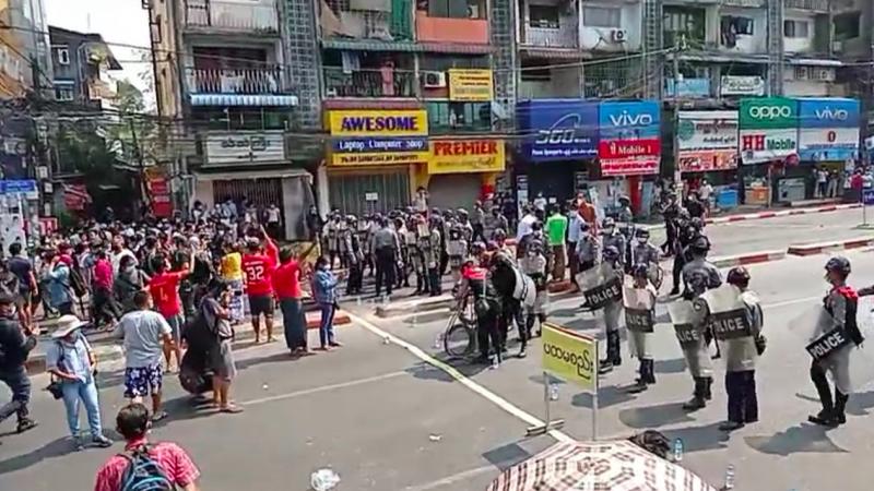 Protest w Birmie, źródło: Twitter/May Wong (@MayWongCNA)