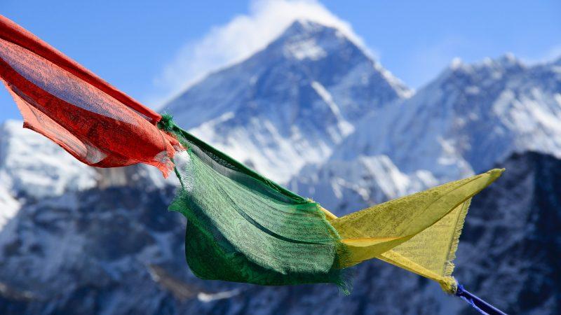 W ramach akcji sprzątania Himalajów 43 wspinaczy planuje znieść 53 tony śmieci (Photo by Kalle Kortelainen on Unsplash)