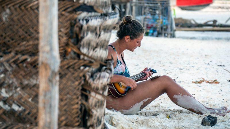 Rajskie plaże Zanzibaru przyciągająco roku prawie 550 tys. turystów (Photo by Majkl Velner on Unsplash)