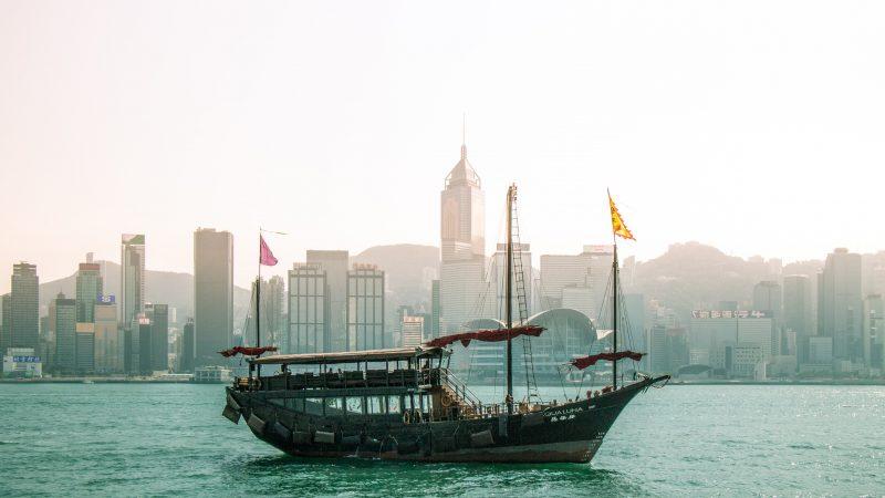 """Mieszkańcy Hongkongu, którzy posiadają status """"brytyjskich obywateli zamorskich"""" będą mogli wyemigrować na specjalnych zasadach do Wielkiej Brytanii (Photo by Tsaiwen Hsu on Unsplash)"""