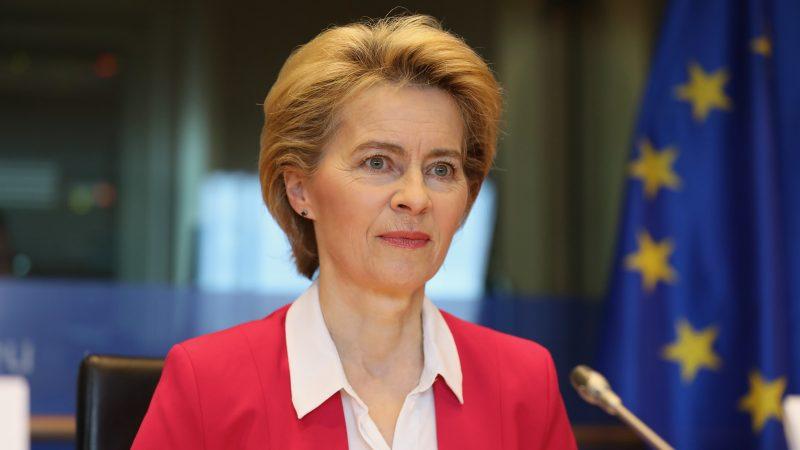 Komisja Europejska, Ursula von der Leyen, pandemia, certyfikaty szczepień, paszporty szczepionkowe, turystyka, wakacje 2021