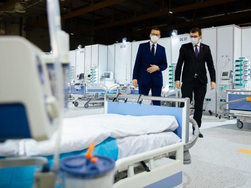 Polska, pandemia, COVID-19, sprzęt medyczny, maseczki, handlarz bronią, Szumowski, Morawiecki, Niedzielski, respiratory, płyn dezynfekujący, Orlen, Lotos