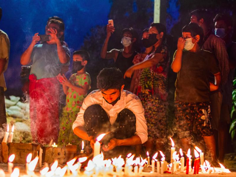 Birmańczycy wspominają ofiary pacyfikacji protestów (Photo by Zinko Hein on Unsplash)