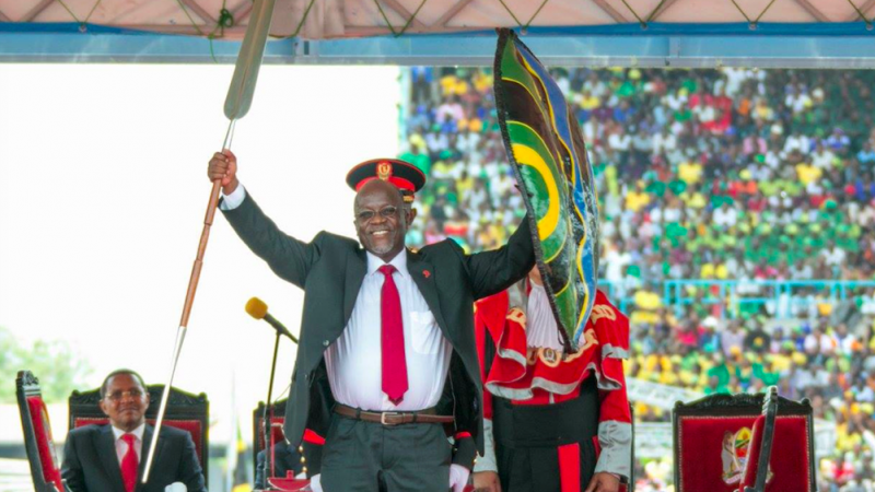 Prezydent Tanzanii John Magufuli zmarł oficjalnie na atak serca, rośnie jednak podejrzenie, że przyczyną był koronawirus, którego bagatelizował, źródło: Flickr/Paul Kagame (CC BY-NC-ND 2.0)