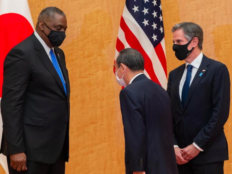 Sekretarz obrony USA Lloyd Austin, premier Japonii Yoshihide Suga oraz sekretarz stanu USA Antony Blinken, źródło: Twitter/Secretary Antony Blinken (@SecBlinken)