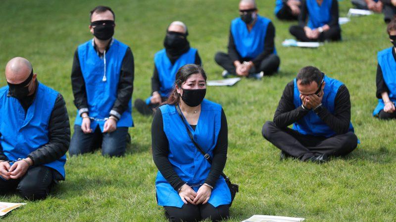 Ujgurska diaspora na świecie często demonstruje w obronie swoich rodaków mieszkających w Sinciangu (Photo by Kuzzat Altay on Unsplash)
