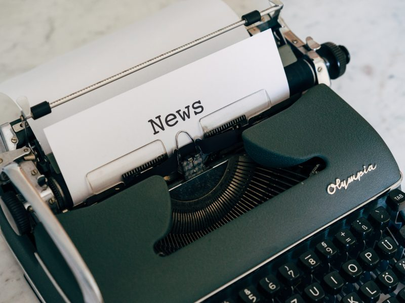 Nagroda im. Lorenza Natalego powstała z inicjatywy Komisji Europejskiej w 1992 r. z myślą o wyróżnieniu dziennikarzy, którzy publikują materiały wysokiej jakości na tematy związane z trwałym rozwojem.