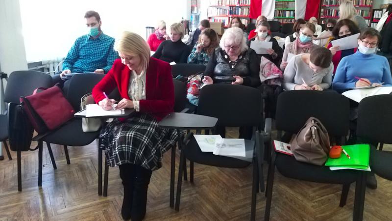 Andżelika Borys (w pierwszym rzędzie) w czasie warsztatów metodycznych dla polskich nauczycieli na Białorusi, źródło: Twitter/Andżelika Borys (@AngelikaBorys)