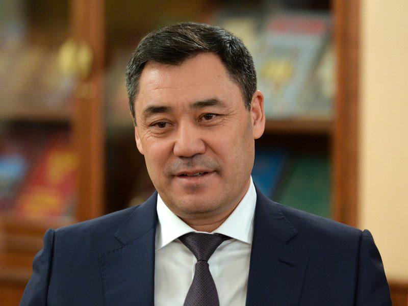 52-letni Sadyr Dżaparow doszedł do władzy w październiku ubiegłego roku w wyniku kryzysu politycznego. Najpierw sprawował urząd szefa rządu, a w styczniu tego roku zwyciężył w wyborach prezydenckich.
