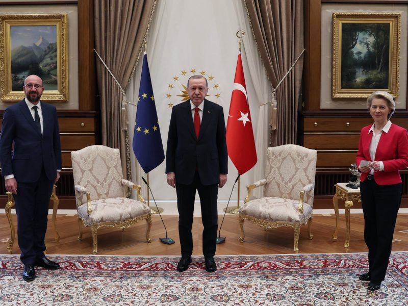 ursula-von-der-leyen-charles-michel-recep-tayyip-erdogan-turcja-krzeslo-afera-komisja-europejska-przewodniczaca-ke-turcja-erdogan-ankara-sofagate