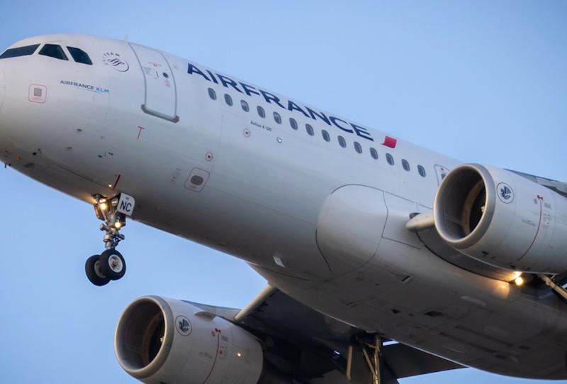 Komisja Europejska zatwierdziła rządowąpomoc publiczną dla francuskiej linii lotniczej Air France (Photo by Vincent Genevay on Unsplash)