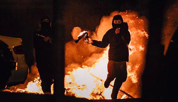 Zamieszki w Irlandii Północnej przybierająbardzo ostry charakter, źródło: Twitter/Dr. Jennifer Cassidy (@OxfordDiplomat)