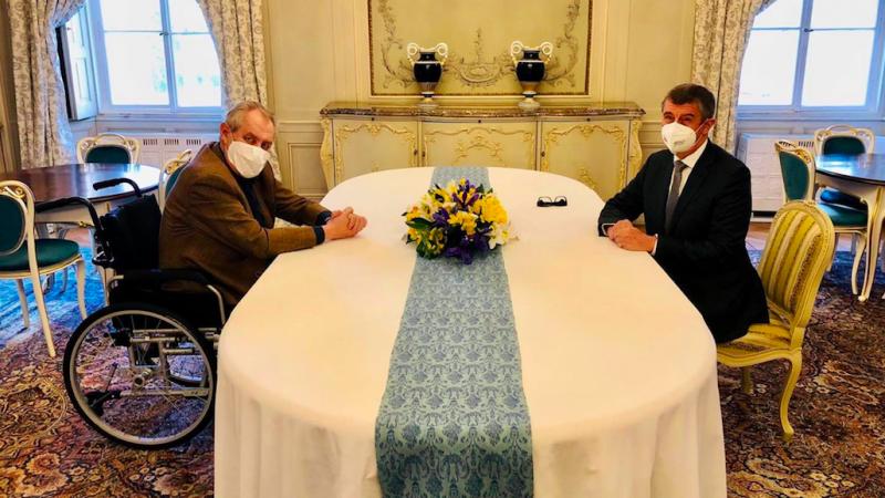 Spotkanie prezydenta i premiera Czech ws. ustaleń kontrwywiadu na temat wybuchu w czeskim składzie amunicji, źródło: Facebook/Andrej Babiš (@AndrejBabis)