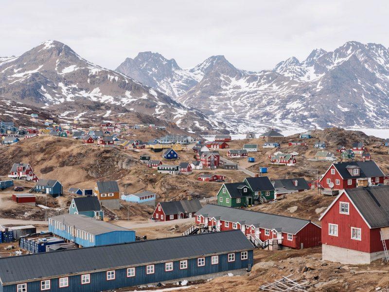 Grenlandia ma największe na świecie złoża rzadkich minerałów, ale ich wydobycie może zniszczyć środowisko naturalne tej arktycznej wyspy (Photo by Filip Gielda on Unsplash)
