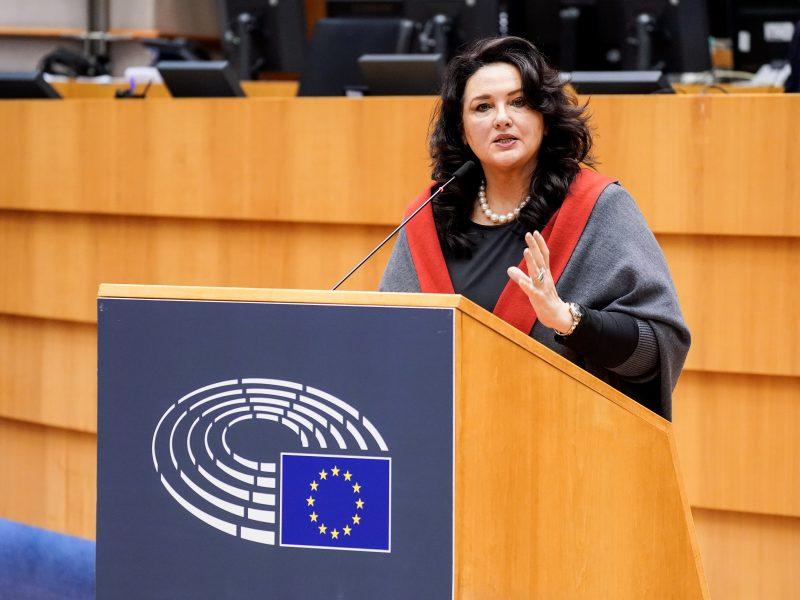 rownosc-lgbt-ke-komisja-ue-lgbtiq-strategia-komisji-europejskiej-homofobia-bifobia-transfobia-adam-bodnar-helena-dalli