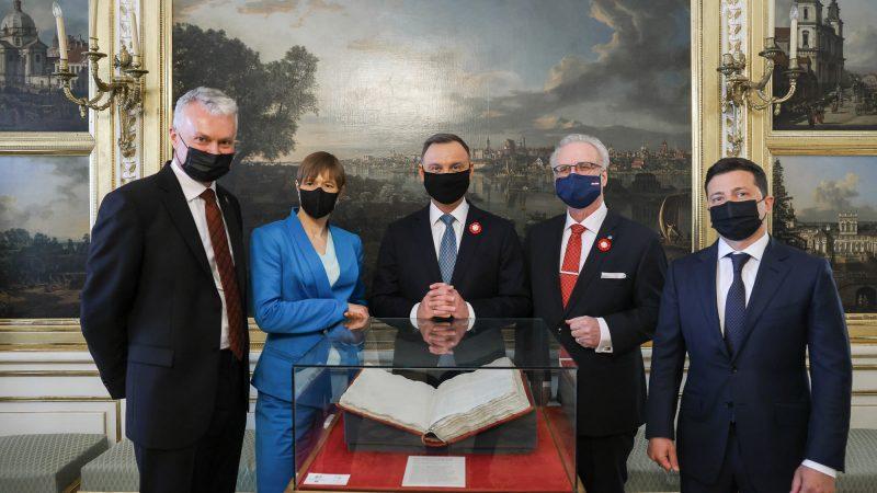 W obchodach z okazji 230. rocznicy przyjęcia Konstytucji 3 maja wzięli udział prezydenci Polski, Litwy, Łotwy, Estonii i Ukrainy