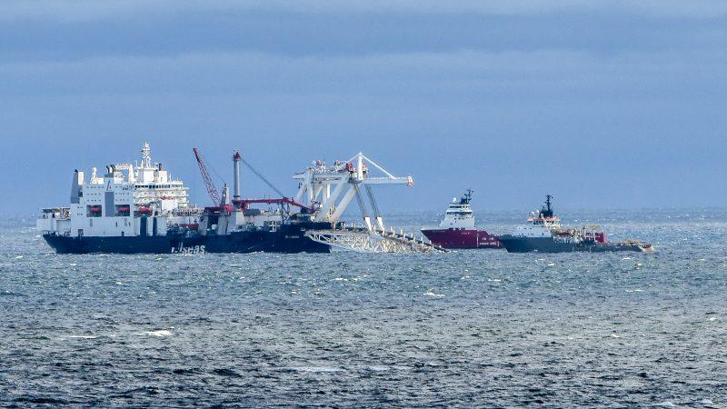 Układanie Nord Stream 2 na nieopodal niemieckiej wyspy Rugia, źródło: Flickr, fot. Jürgen Mangelsdorf (CC BY-NC-ND 2.0)